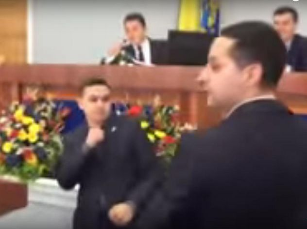 Воблсовете Черкасс националисты устроили драку из-за русского языка