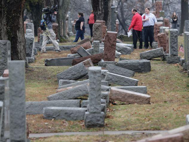 Мусульманские активисты собрали деньги на восстановление еврейского кладбища