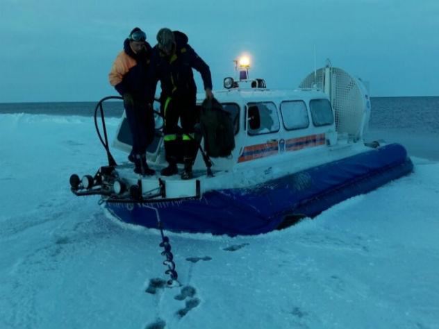 НаСахалине отколовшаяся льдина унесла 20 рыбаков