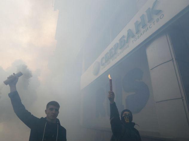 Российские банки покидают Украину