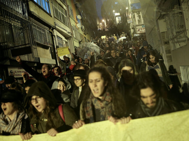 ВСтамбуле тысячи человек протестовали против итогов референдума
