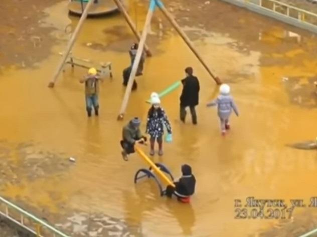 Детская площадка вЯкутске превратилась влужу
