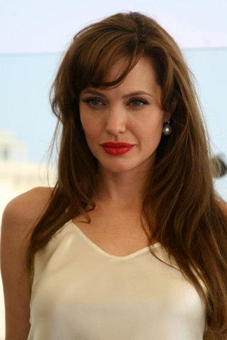 Анджелина ДЖОЛИ утверждает, что снимает фильм о любви, а не о политике. Фото Натальи ПЬЕТРЫ