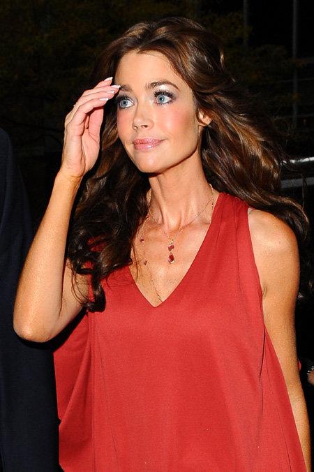 Американские таблоиды считают, что порнозвезда с которой провёл ночь Чарли, внешне очень похожа на его экс-супругу Дениз РИЧАРДС