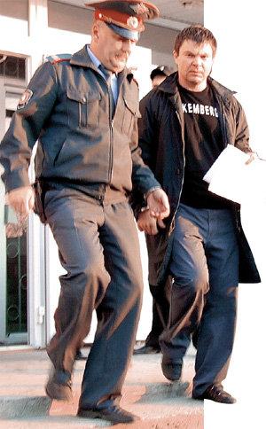 Из опасений, что «бригада» отобьёт своего главаря - Сергея ЦАПКА, правоохранительные органы увезли его подальше от станицы