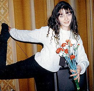 В отрочестве будущая актриса была очень гибкой (фото marina-aleksandrova.narod.ru)