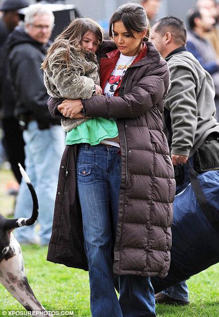 Малышка плачет из-за того, что ей холодно