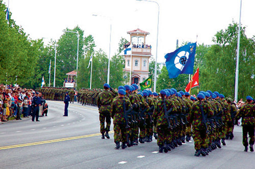 Современный флаг Финской академии Вооруженных сил. Запрещенная во всех европейских странах свастика...