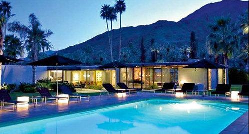 Дом в 22 милях от Санта-Фе с десятью спальнями стоит на участке в 2,4 га
