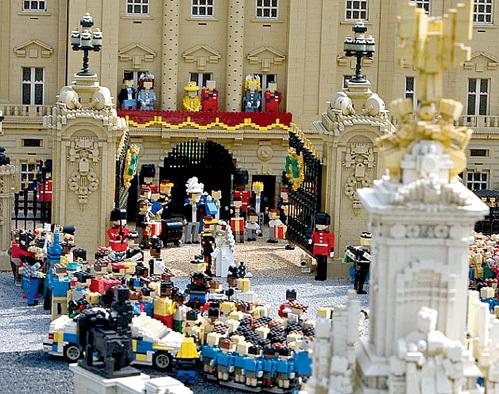 А некоторые думали, что свадьба королевских особ - это не игрушки