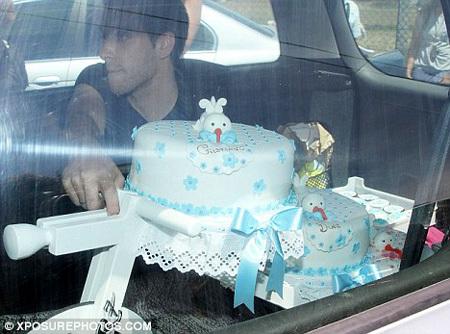 В честь дня рождения Криштиану-младшего родные заказали красивый торт