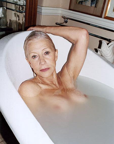В свои 66 лет актриса не стесняется демонстрировать тело ни на экране...