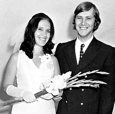Выходя замуж за ЗАСЕДАТЕЛЕВА, будущая звезда эстрады светилась от счастья (1974 г.)