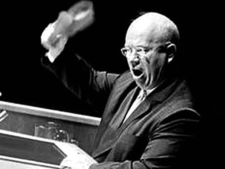Лидер СССР с туфлёй в руках на трибуне ООН. 1960 г.