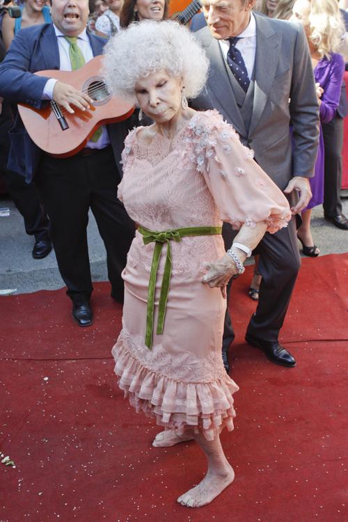 Псоел бракосочетания новобрачная разулась и станцевала фламенко. Фото: Splash/All Over Press.