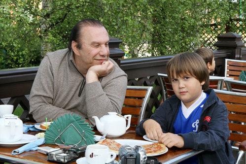 Виктор БАТУРИН с сыном (фото Руслана ВОРОНОГО)