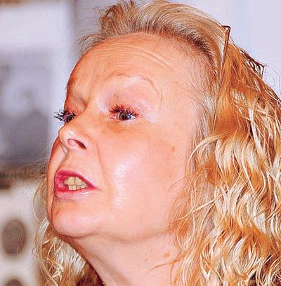 На вечере памяти Михаила КОНОНОВА звезда с упоением философствовала о волшебной силе искусства (апрель 2010 г.)(фото kino-teatr.ru)