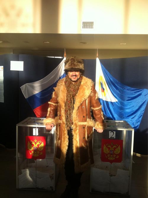 Певец отправился на избирательный участок в 30-градусный мороз.