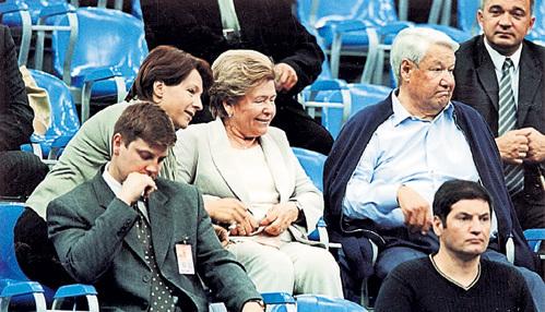 Теннис никто из семьи президента особенно не любил, но Наина Иосифовна и Татьяна считали своим долгом сопровождать главу клана на все соревнования