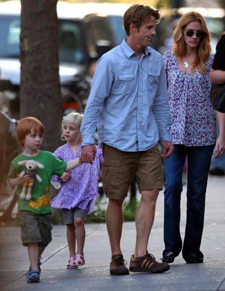 Джулия РОБЕРТС с мужем и детьми