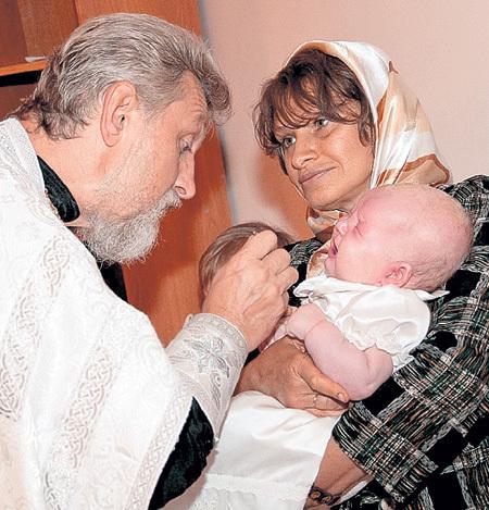 Всю нерастраченную материнскую любовь она отдала крестнице Жене