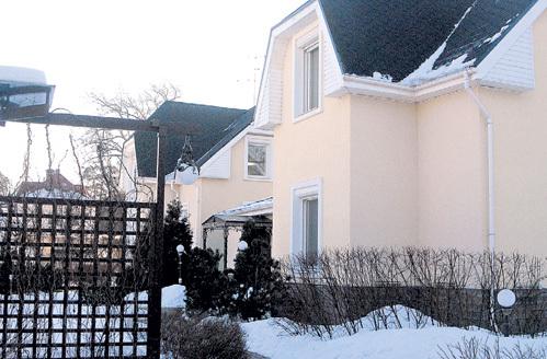 В этот дом в пригороде Санкт-Петербурга семья композитора переехала шесть лет назад
