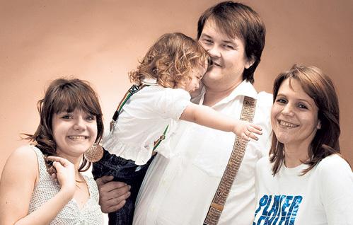 Наталья с мужем Алексеем и дочками - 19-летней Ириной и шестилетней Соней