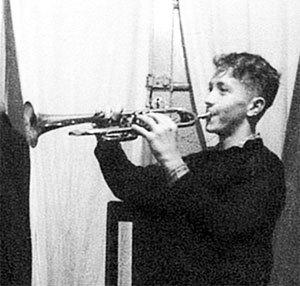 Будущий певец учился в музыкальной школе по классу трубы (Минск, 1959 г.)