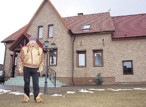 В коттеджном поселке Валерьяново особняк «песняра» - один из самых заметных