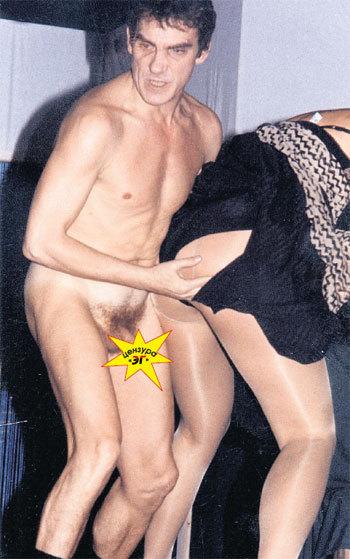В своё время Валерий запросто скакал по сцене голышом