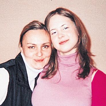 Ирина, дочь Владимира от первого брака, и внебрачная Ася дружат
