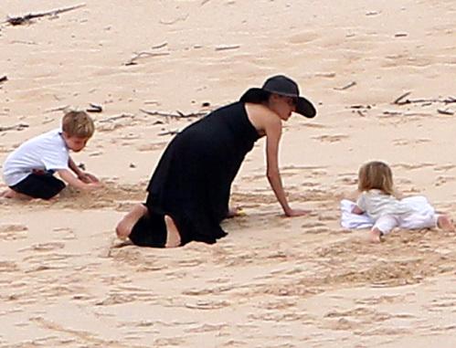 Анджелина с Вивьен и Ноксом