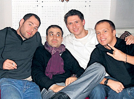 Близкий круг Семёна (крайний слева): Гарик МАРТИРОСЯН, Тимур БАТРУТДИНОВ и DJ ГРУВ. Фото: vk.com