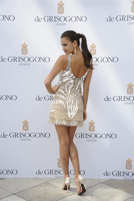 Чуть раньше днём Ирина позировала на фотосессии, рекламируя драгоценности de Grisogono.