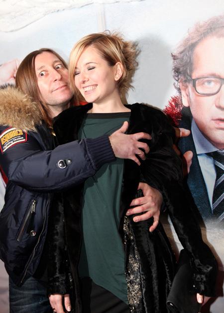 Шура Би-2 с женой (фото Ларисы КУДРЯВЦЕВОЙ)