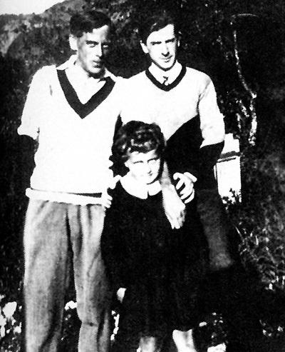 Ходили слухи, что поэтесса родила сына Георгия (внизу) от друга мужа Константина РАДЗЕВИЧА (вверху справа), а не от Сергея ЭФРОНА (слева)