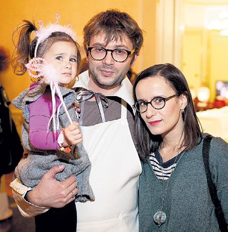 В Сесиль и малышке Артём души не чает. Фото: starface.ru