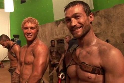 Спартак в исполнении УИТФИЛДА (справа) был непобедим (кадр из сериала «Спартак: кровь и песок»)