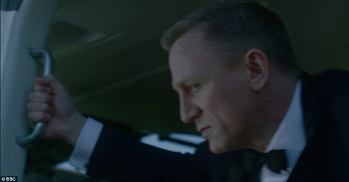 Дэниел КРЕЙГ сыграл агента 007 - легендарного британца Джеймса Бонда.