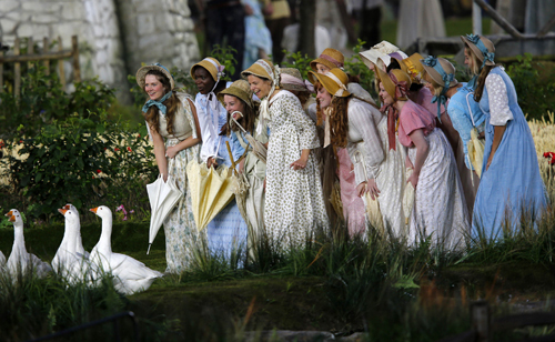 Перед зрителями развернулись картины ранней Англии. Фото Reuters