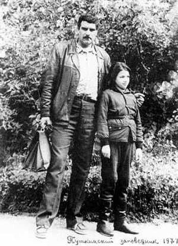 С дочерью Катей в Пушкинском заповеднике, 77 год