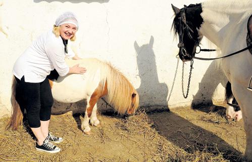 Марина ЯКОВЛЕВА подпитывается положительной энергией от животных