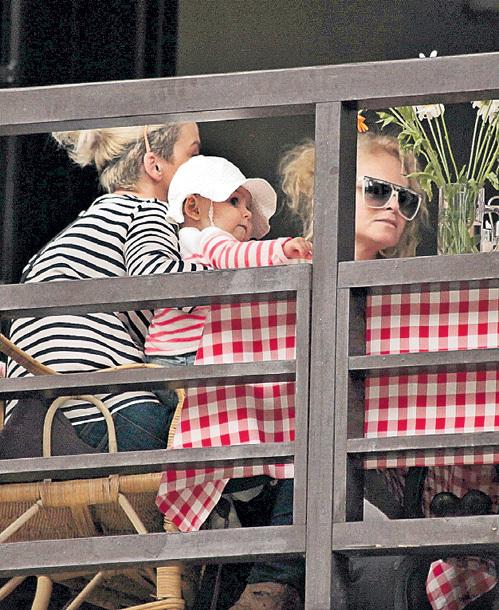 Внучке Ларисы Александровны Сашеньке недавно исполнился годик. (фото Ларисы КУДРЯВЦЕВОЙ)