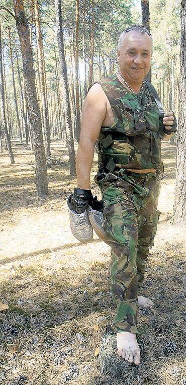 В лесу Сергей бредёт, куда глаза глядят