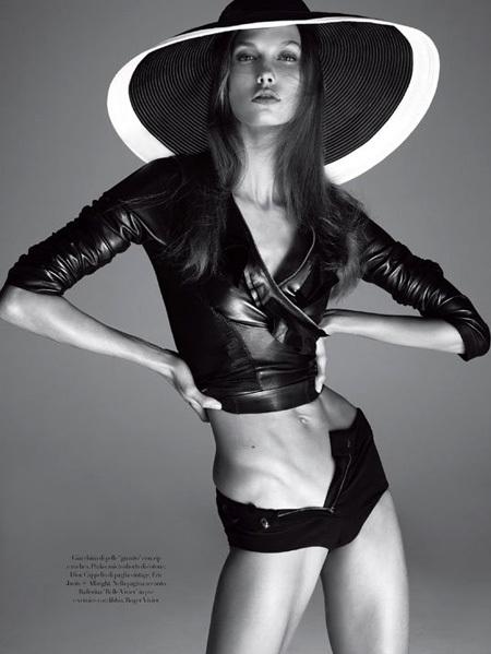 В прошлом году снимки Карли КРОСС, опубликованные в итальянском Vogue, подверглись резкой критике всех сторонников здорового образа жизни