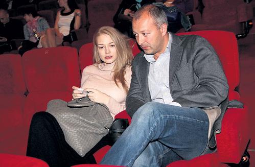 Несмотря на беременность, Оксана АКИНЬШИНА дома не сидит - вместе со своим любимым, Арчилом ГЕЛОВАНИ, часто выходит в свет