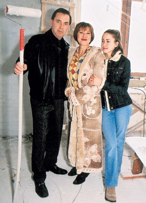 Муж артистки Александр ПЛАКСИН держал в Америке автомастерскую, сейчас он - директор певицы, а дочка Татьяна сбежала от мамы в Америку