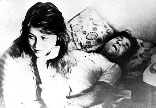 18-летняя студентка Текстильного института Оксана АФАНАСЬЕВА (сейчас ЯРМОЛЬНИК) стала последней любовью знаменитого барда