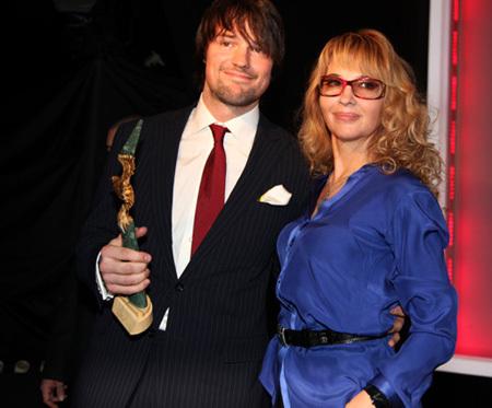 На публике актер обычно появляется в сопровождении мамы (фото Ларисы КУДРЯВЦЕВОЙ)