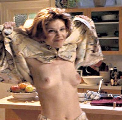 Лолита ДАВИДОВИЧ не стеснялась сниматься в кино обнажённой (кадр из фильма «На перепутье»)